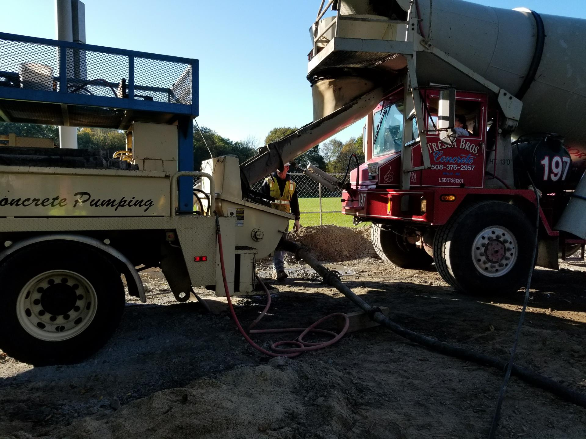 Feeding the pump truck hopper with grout